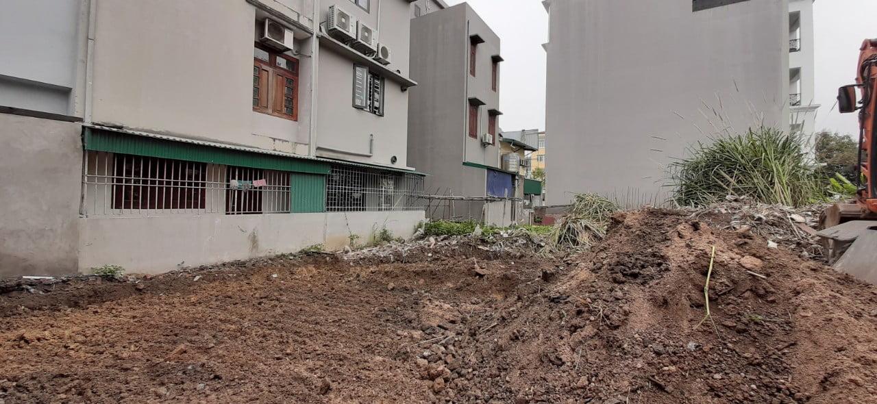 Khu đất được làm mặt bằng cẩn thận chuẩn bị khoan cọc nhồi