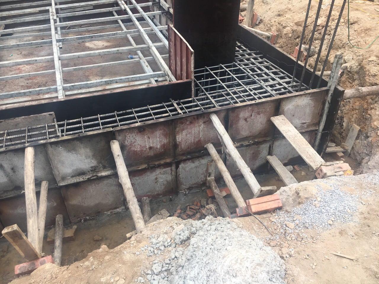 Ghép coppha chuẩn bị đổ bê tông