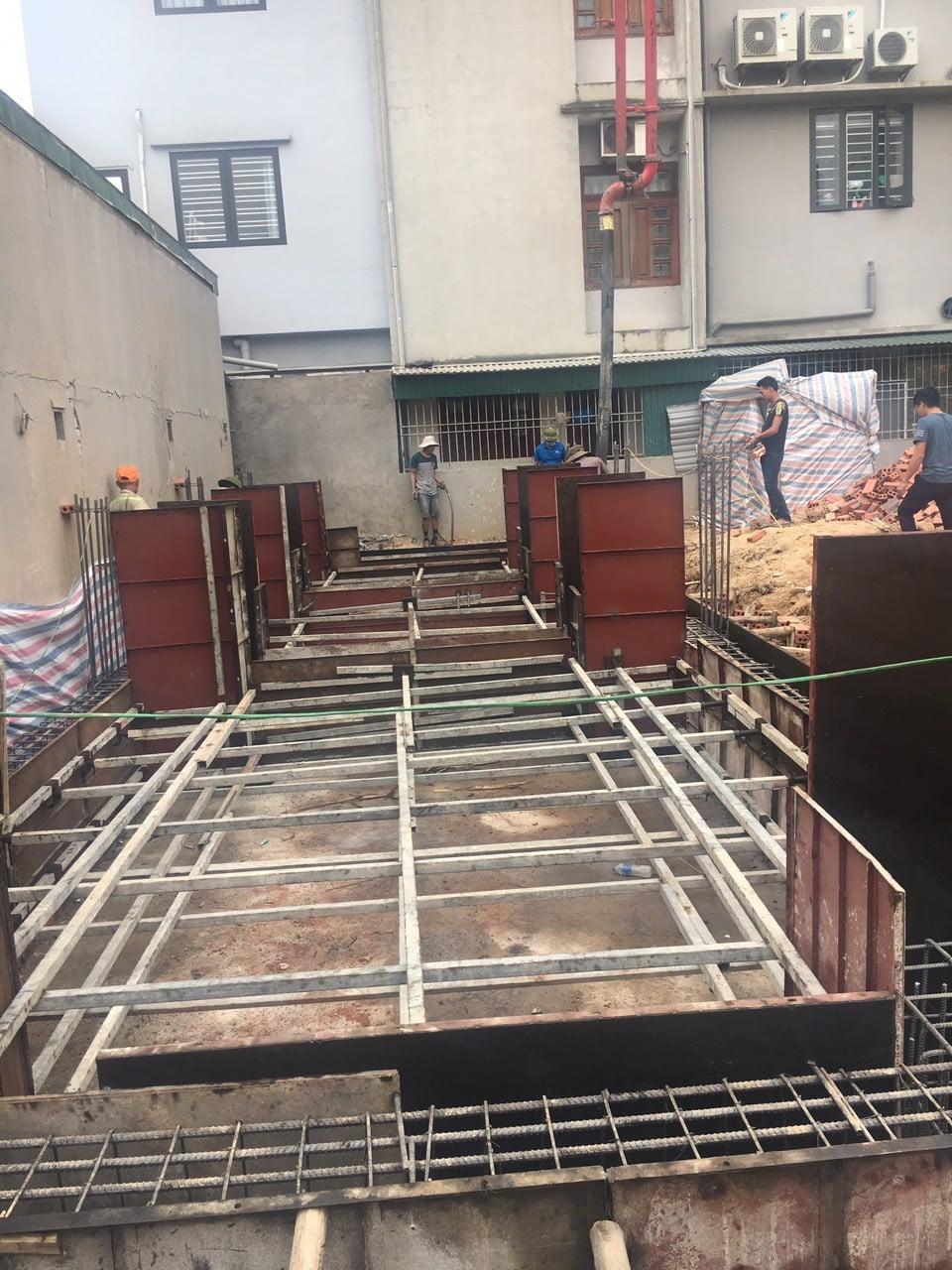 Công tác đổ bê tông móng nhà 4 tầng tân cổ điển
