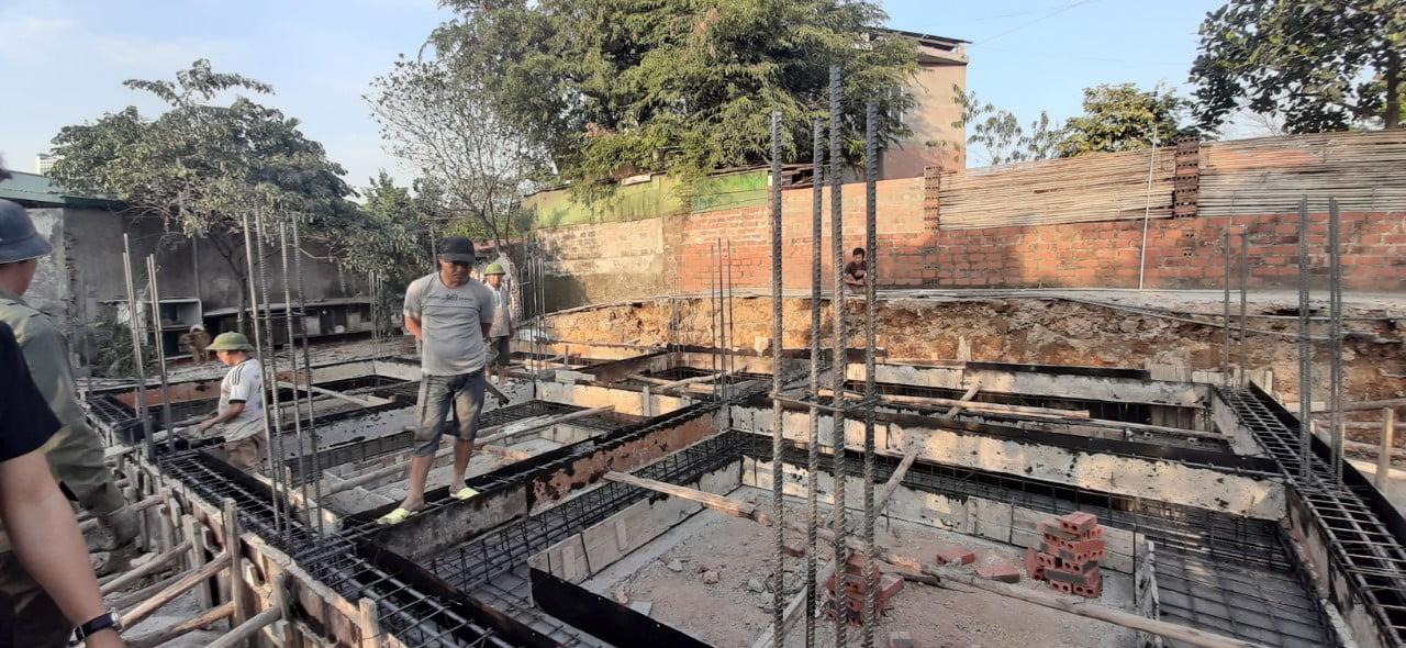 Ghép coppha phần móng ngôi nhà 2 tầng 2 mặt tiền phong cách hiện đại ở Quảng Ninh