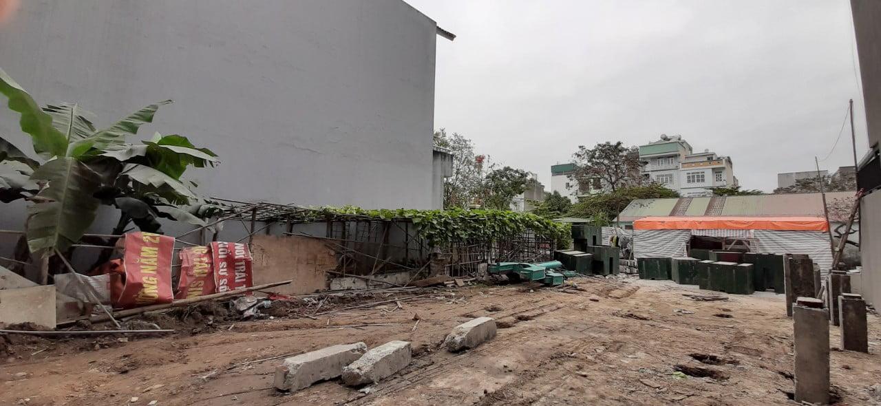 Quá trình ép cọc bê tông nhà 3 tầng tại phường Hà Khánh