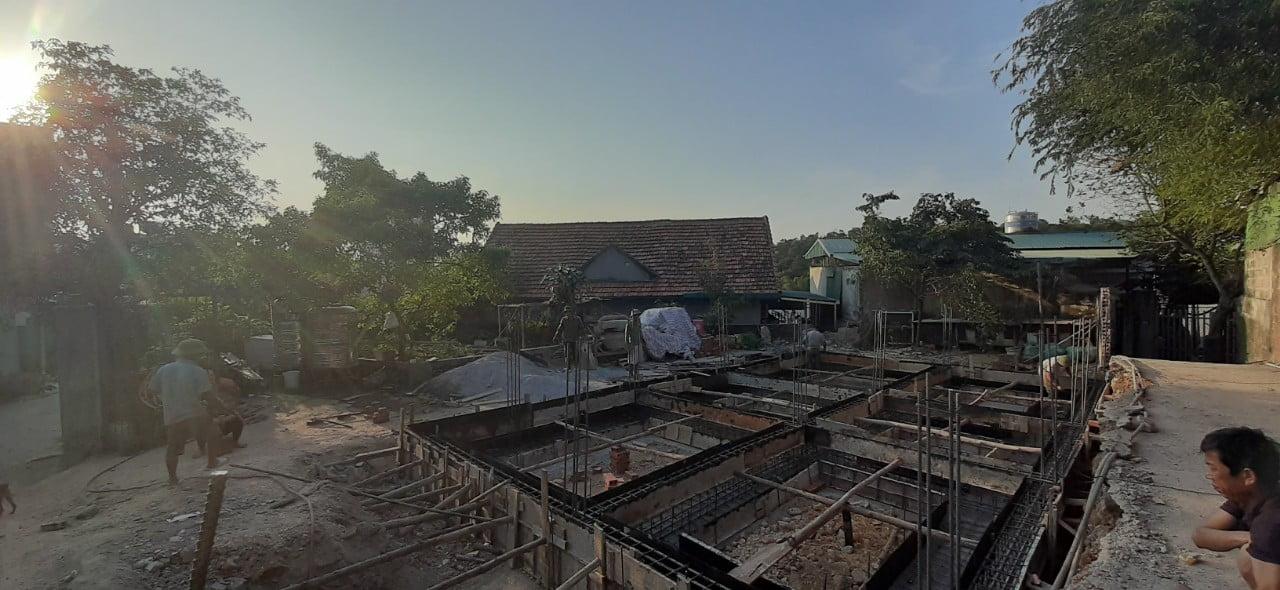 Giai đoạn làm thép móng, tư vấn thiết kế Phan Thịnh qua giám sát phần thép móng.