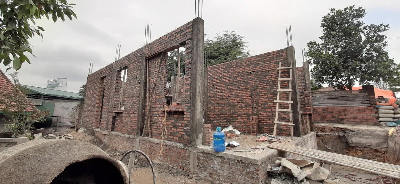 Giám sát thi công xây tường tầng 1, nhà 2 tầng 2 mặt tiền hiện đại tại khu đồi T5 phường Hồng Hải, thành phố Hạ Long, tỉnh Quảng Ninh