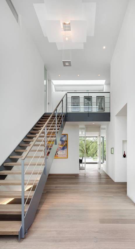 Cầu thang có thiết kế tối giản