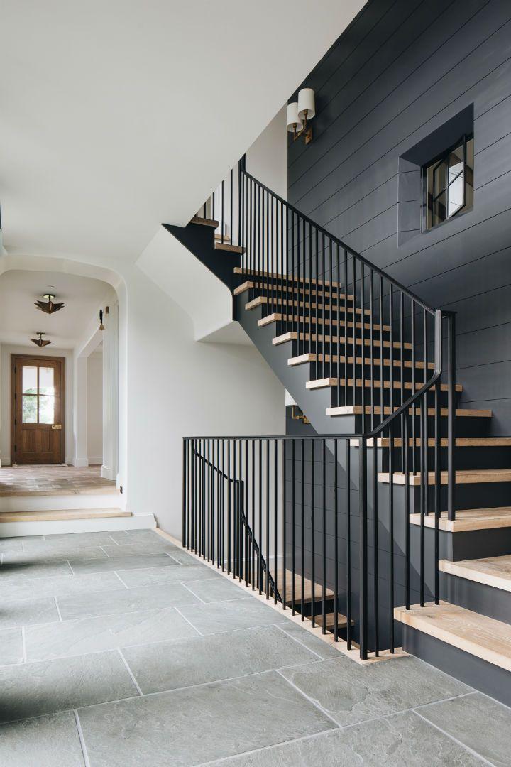 Cầu thang thiết kế nhìn bắt mắt