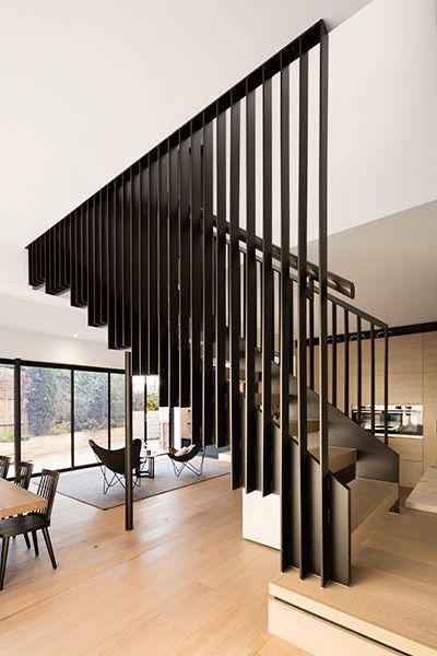 Cầu thang có lưới an toan hộp kẽm đẹp