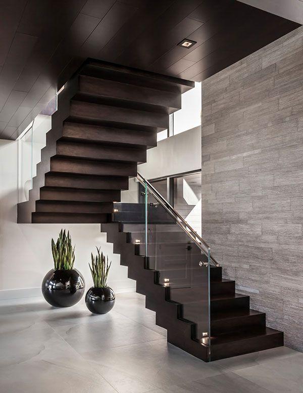 Mẫu cầu thang có thiết kế sang trọng hiện đại