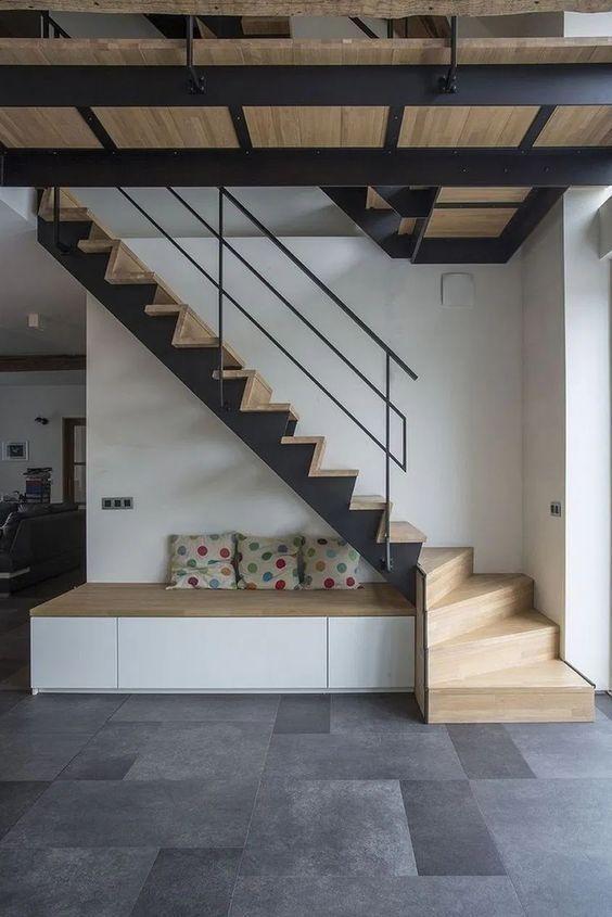 Cầu thang mặt gỗ