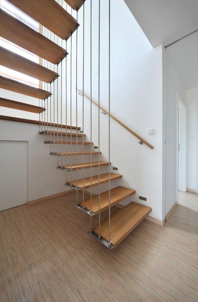 Cầu thang sử dụng lưới an toàn