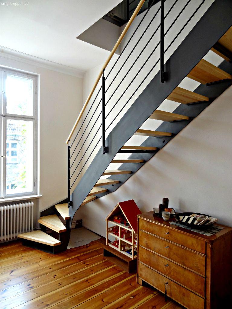 Cầu thang lan can thép, thông thoáng