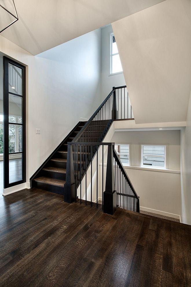 Cầu thang có lan can cổ điển phổ biến tại Mỹ