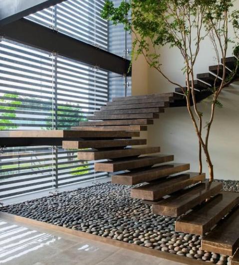Cầu thang rộng dành cho nhà biệt thự