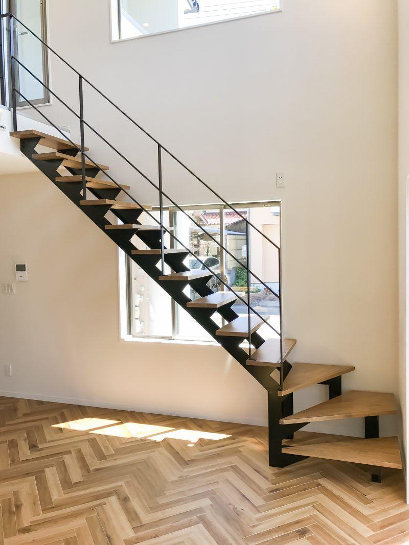 Cầu thang lan can thép