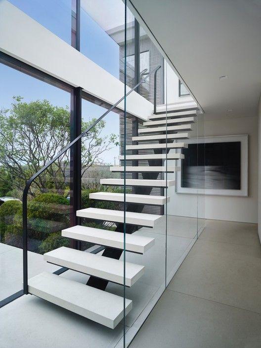 Cầu thang dành cho ngôi nhà hiện đại và đơn giản