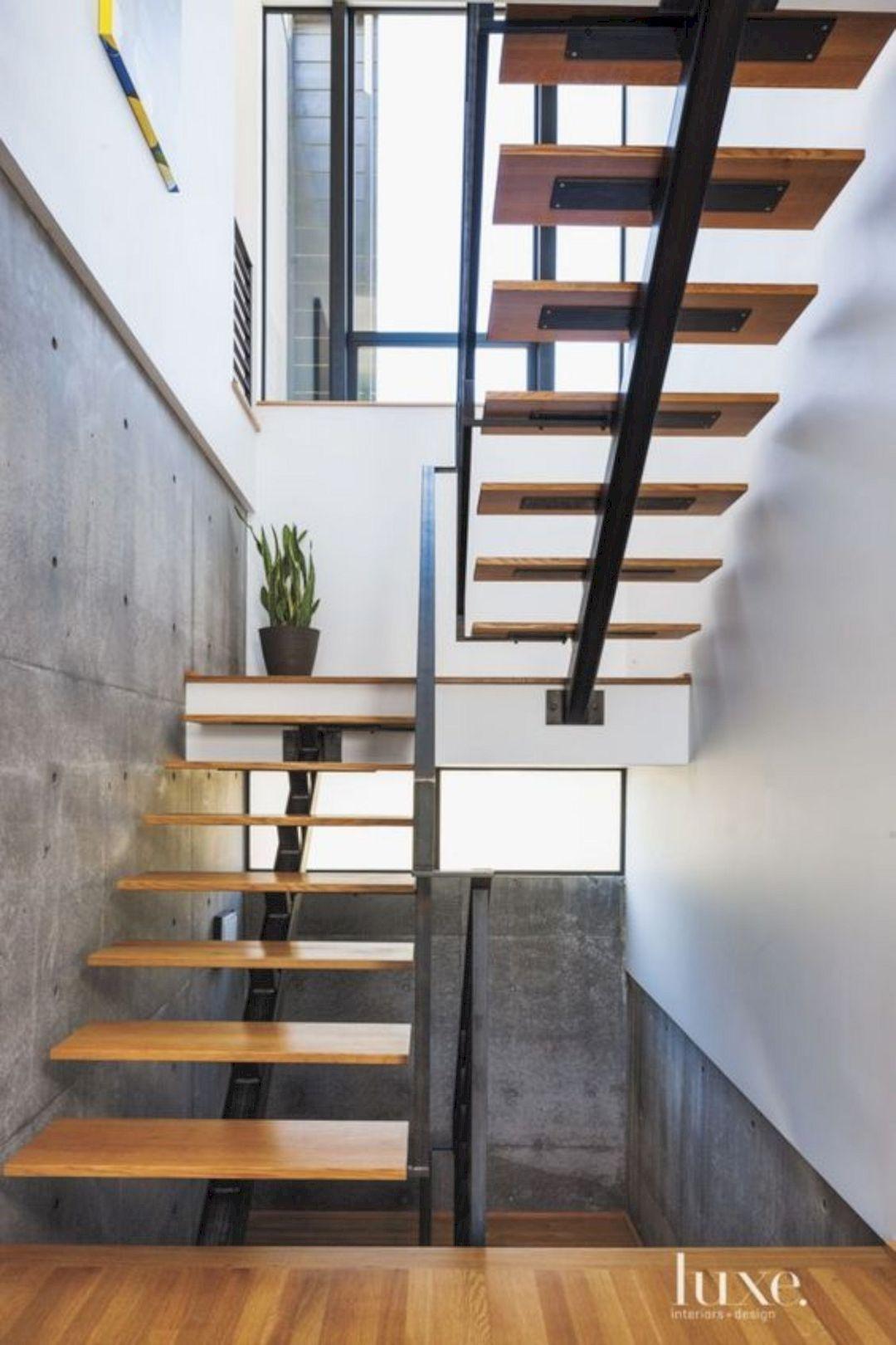Cầu thang xương cá, bậc mặt gỗ, lan can thép