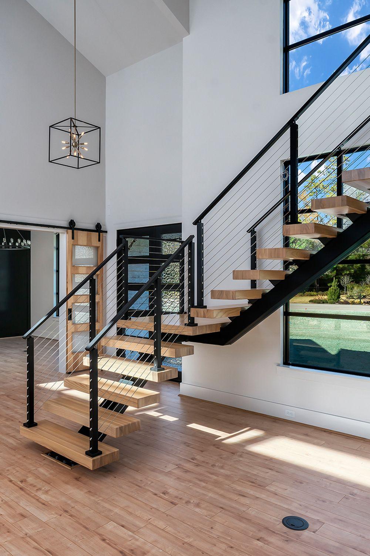 Cầu thang 2 nhịp xương cá hiện đại