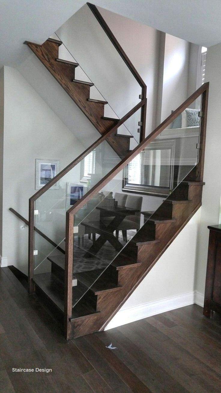 Cầu thang gỗ và kính cường lực