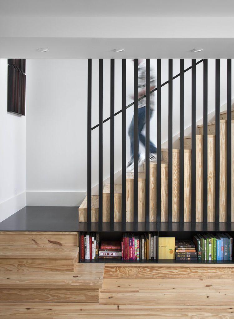 Mẫu cầu thang cho ngôi nhà dùng vật liệu gỗ làm chủ đạo