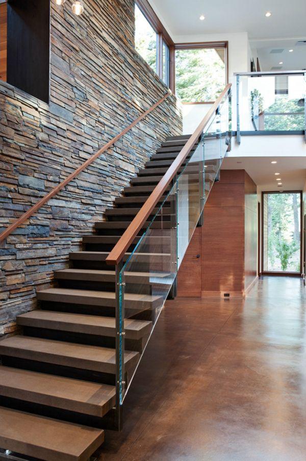 Thiết kế cầu thang kết hợp kính cường lực