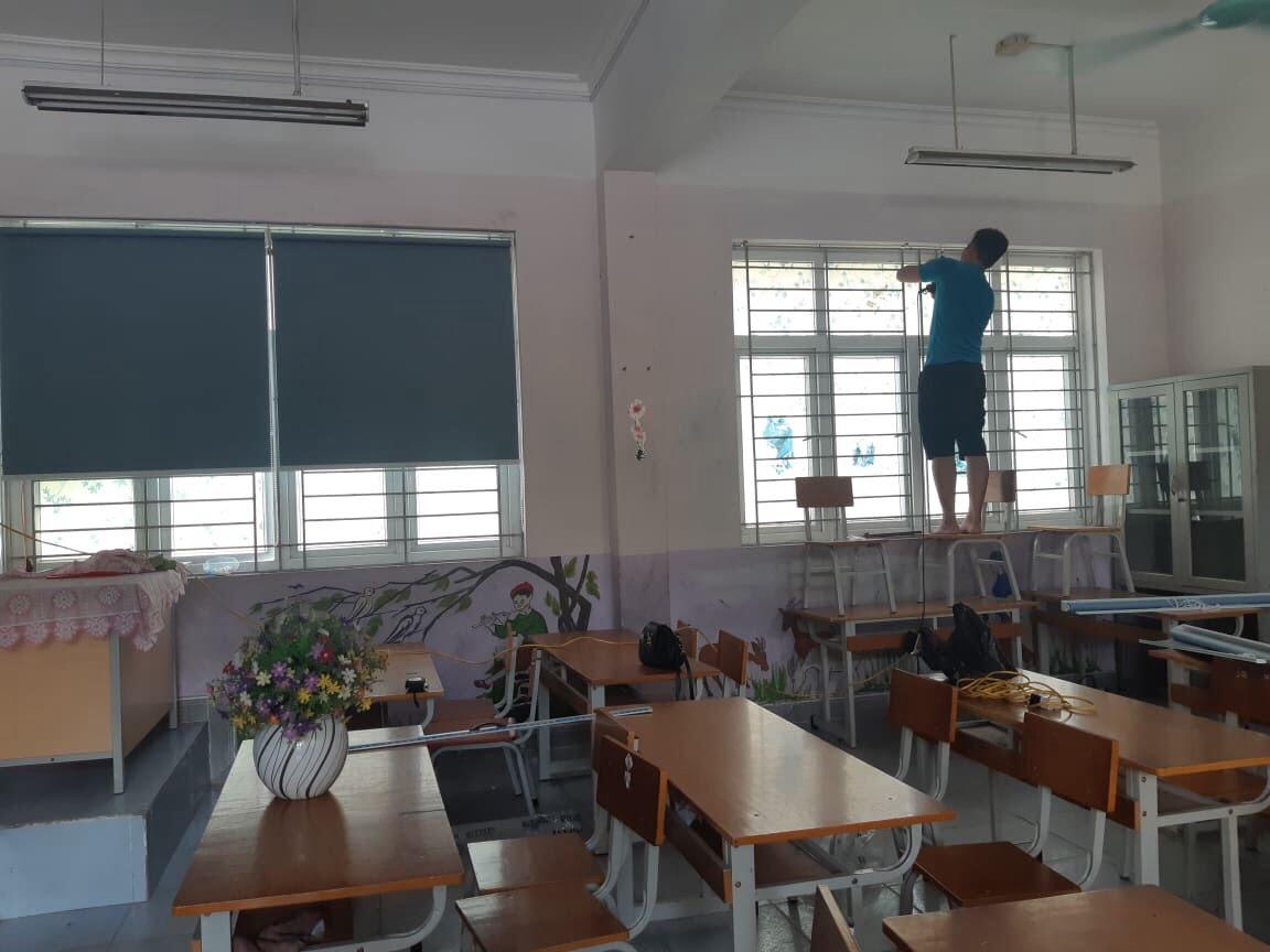 Thi công rèm cuốn trơn tại lớp học
