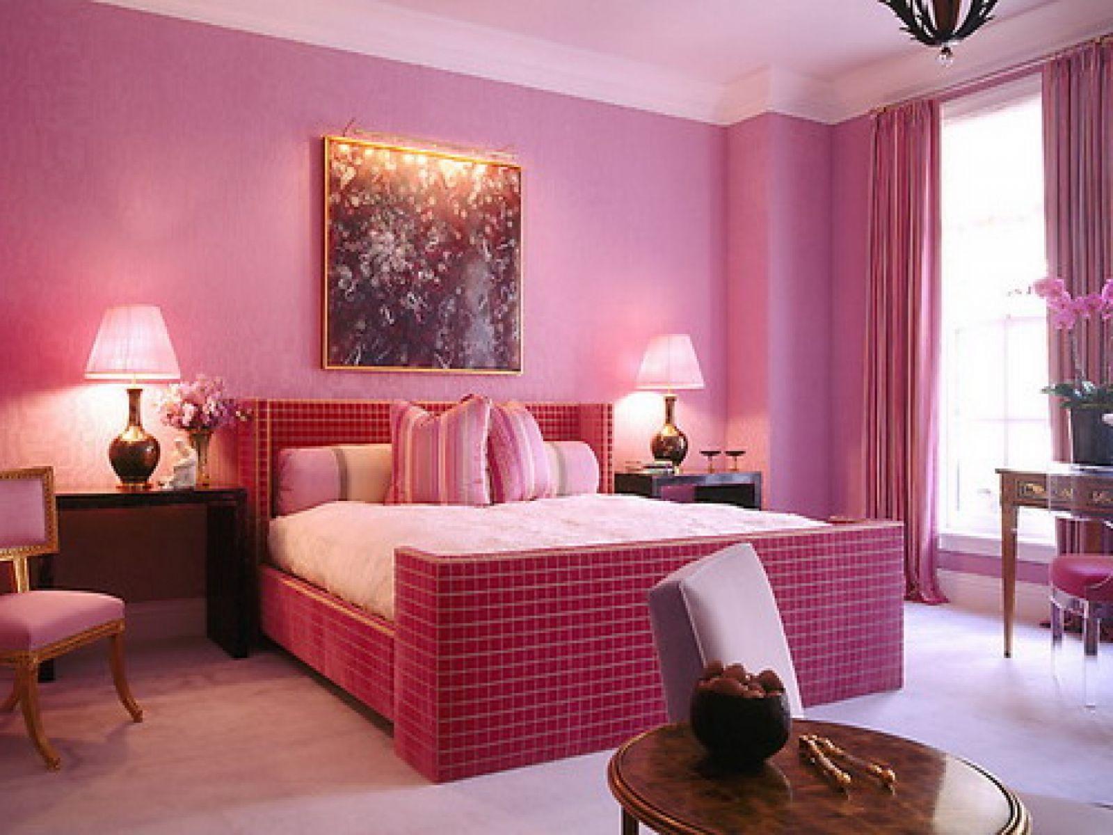 Rèm cửa màu hồng trong phòng ngủ