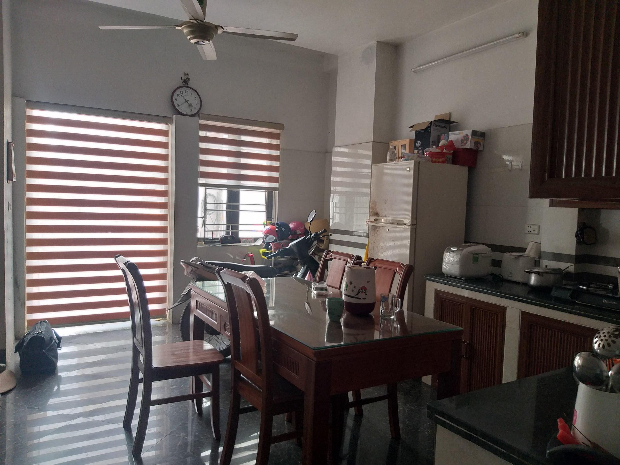 Hình ảnh lắp đặt rèm cầu vồng cho phòng bếp nhà chị Thiếp tại Cao Thắng, Hạ Long
